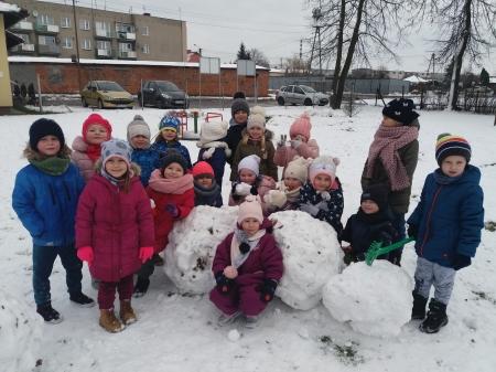 Zimowe zabawy w ogrodzie przedszkoknym